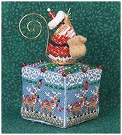 JN292 8 Tiny Reindeer with Gingerbread Santa Mouse